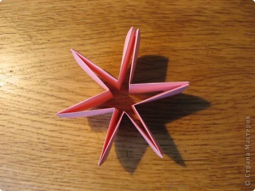 Орбитальная космическая станция. Основа - круглая коробочка, второй этаж - оригами из кругов, антенна - ватные палочки. фото 19