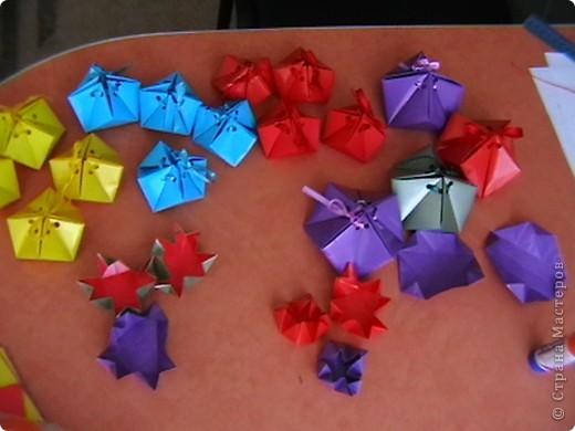 """для праздника посвященному """"День города"""", в нашем детском саду делали  самоцветы-упаковку ( живем на Урале, подарочки от Серебренного копытца) для деток и гостей. Внутри конфеточки-леденцы. фото 2"""
