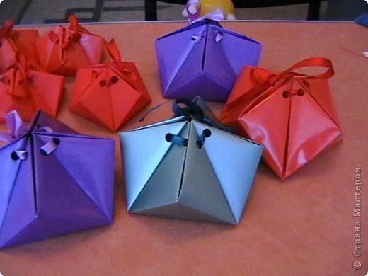 """для праздника посвященному """"День города"""", в нашем детском саду делали  самоцветы-упаковку ( живем на Урале, подарочки от Серебренного копытца) для деток и гостей. Внутри конфеточки-леденцы. фото 1"""