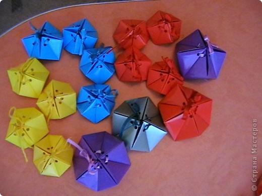 """для праздника посвященному """"День города"""", в нашем детском саду делали  самоцветы-упаковку ( живем на Урале, подарочки от Серебренного копытца) для деток и гостей. Внутри конфеточки-леденцы. фото 3"""