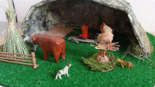 Пещера древнего человека, семейная работа в технике папье-маше. фото 1