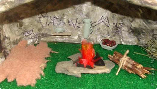 Пещера древнего человека, семейная работа в технике папье-маше. фото 2