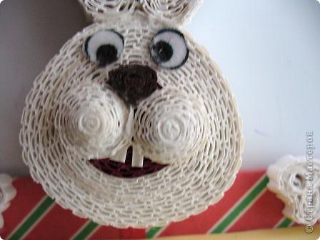 В этом году решила сделать магниты с символами года полезными.  Сидящий кролик с подарком-блокнотом. фото 7