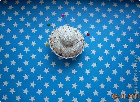 Летающая тарелка, которая может стать елочной игрушкой, а может быть... игольницей... фото 9