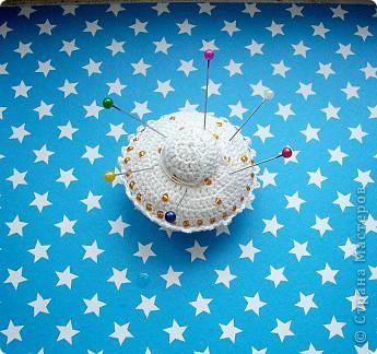 Летающая тарелка, которая может стать елочной игрушкой, а может быть... игольницей... фото 10