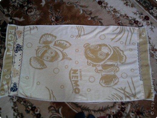Трудно поверить но это полотенце может превратиться в слонёнка! Как я уже сказала нам понадобится полотенце( желательно однотонное у меня его под рукой не оказалось)  фото 1