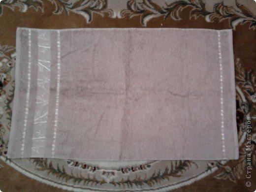 Трудно поверить но это полотенце может превратиться в слонёнка! Как я уже сказала нам понадобится полотенце( желательно однотонное у меня его под рукой не оказалось)  фото 4