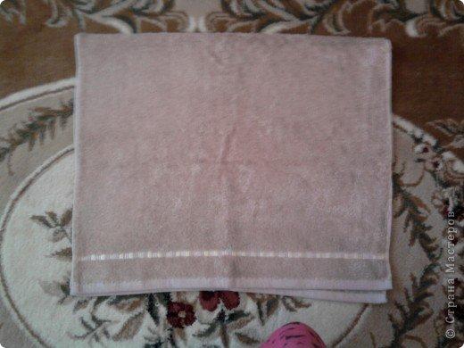 Трудно поверить но это полотенце может превратиться в слонёнка! Как я уже сказала нам понадобится полотенце( желательно однотонное у меня его под рукой не оказалось)  фото 5