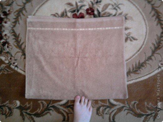 Трудно поверить но это полотенце может превратиться в слонёнка! Как я уже сказала нам понадобится полотенце( желательно однотонное у меня его под рукой не оказалось)  фото 6
