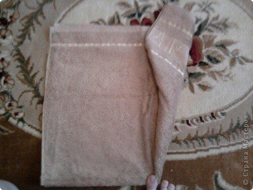 Трудно поверить но это полотенце может превратиться в слонёнка! Как я уже сказала нам понадобится полотенце( желательно однотонное у меня его под рукой не оказалось)  фото 7