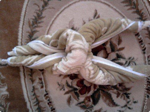 Трудно поверить но это полотенце может превратиться в слонёнка! Как я уже сказала нам понадобится полотенце( желательно однотонное у меня его под рукой не оказалось)  фото 19