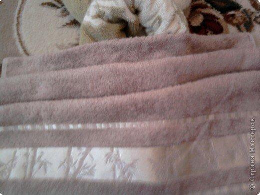 Трудно поверить но это полотенце может превратиться в слонёнка! Как я уже сказала нам понадобится полотенце( желательно однотонное у меня его под рукой не оказалось)  фото 23