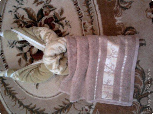 Трудно поверить но это полотенце может превратиться в слонёнка! Как я уже сказала нам понадобится полотенце( желательно однотонное у меня его под рукой не оказалось)  фото 24