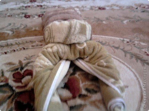 Трудно поверить но это полотенце может превратиться в слонёнка! Как я уже сказала нам понадобится полотенце( желательно однотонное у меня его под рукой не оказалось)  фото 26
