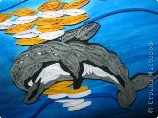 Подруга обожает дельфинов, вот я и решила сделать ей подарок на день рождения. с начало решила сделать одного, но одному на картине было скучно фото 1