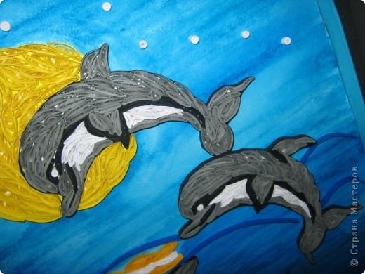 Подруга обожает дельфинов, вот я и решила сделать ей подарок на день рождения. с начало решила сделать одного, но одному на картине было скучно фото 2