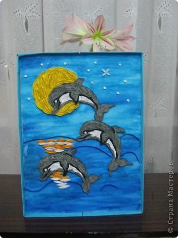 Подруга обожает дельфинов, вот я и решила сделать ей подарок на день рождения. с начало решила сделать одного, но одному на картине было скучно фото 3