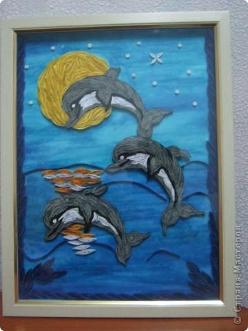 Подруга обожает дельфинов, вот я и решила сделать ей подарок на день рождения. с начало решила сделать одного, но одному на картине было скучно фото 5