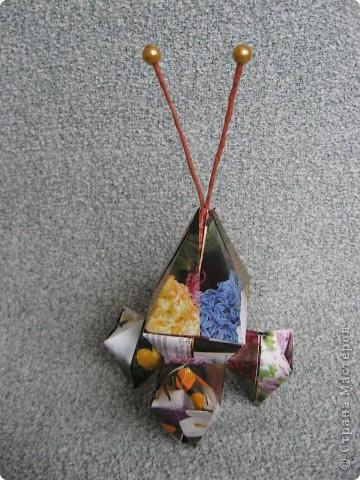 Орбитальная космическая станция. Основа - круглая коробочка, второй этаж - оригами из кругов, антенна - ватные палочки. фото 21