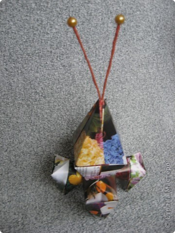 Орбитальная космическая станция. Основа - круглая коробочка, второй этаж - оригами из кругов, антенна - ватные палочки. фото 22