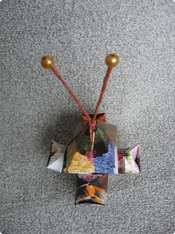 Орбитальная космическая станция. Основа - круглая коробочка, второй этаж - оригами из кругов, антенна - ватные палочки. фото 23
