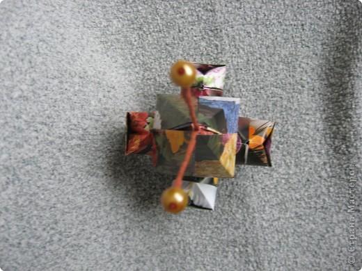Орбитальная космическая станция. Основа - круглая коробочка, второй этаж - оригами из кругов, антенна - ватные палочки. фото 24