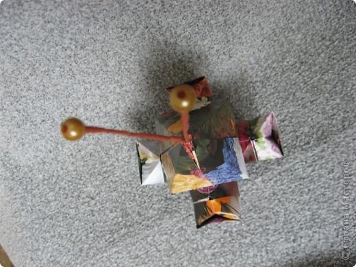 Орбитальная космическая станция. Основа - круглая коробочка, второй этаж - оригами из кругов, антенна - ватные палочки. фото 25