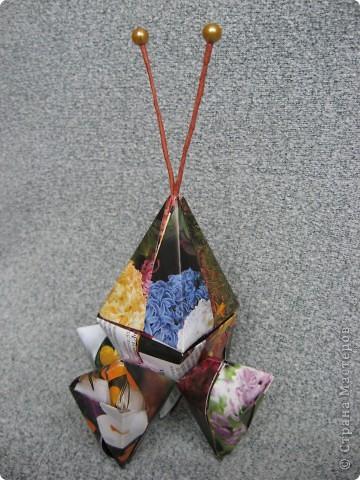 Орбитальная космическая станция. Основа - круглая коробочка, второй этаж - оригами из кругов, антенна - ватные палочки. фото 26