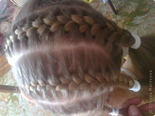 Вот решила попробовать сделать МК. И так... Делим волосы на голове на 5 частей и завязываем резнками, чтобы не мешали. фото 7