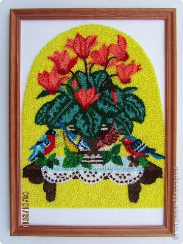 Здравствуйте, уважаемые Мастерицы!!! Сегодня у меня цикламен. Очень люблю этот цветок, дома у меня есть такое растение. Снежная сказка зимы становится не такой грустной когда на подоконнике появляется нежное облако цветов цикламена. фото 9