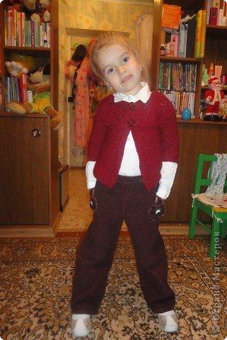 Дочери жакет очень нравится. Правда, пришлось шить еще и рубашечку под него, ну чтобы уж совсем хорошо смотрелся. фото 1