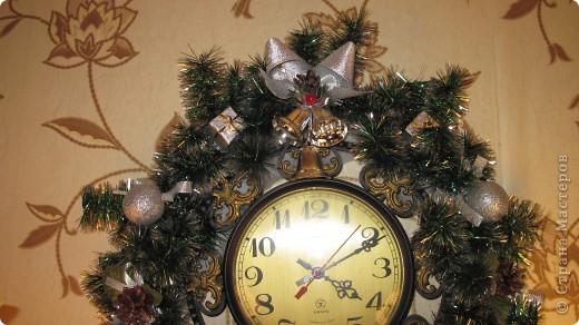 Мои новогодние украшения часов и бра в коридоре. фото 2