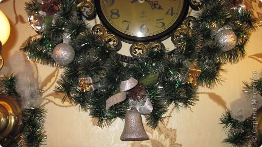Мои новогодние украшения часов и бра в коридоре. фото 3
