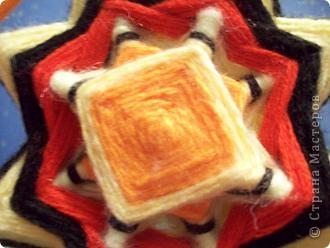 ура!!!наконец то сбылась моя мечта - я сделала мандалу(Ojos de Dios) из палочек для шашлыков и остатков ниток фото 3