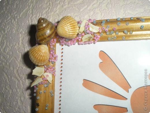 Уже давно декорирую рамочки для фото найденными на море ракушками. Эти рамочки декорированы ракушками и бисером. Сверху покрываю лаком. фото 4