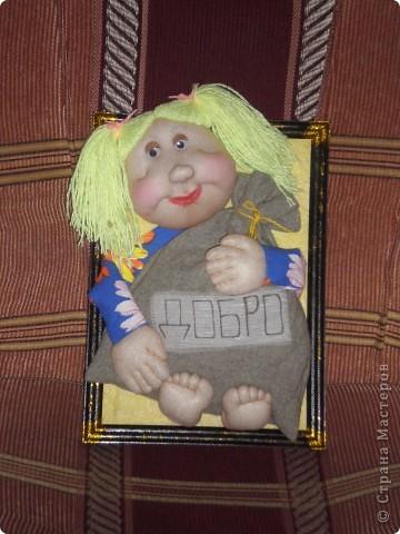 Подруга пригласила на новоселье, живьем моих кукол она еще не видела, вот и решила сделать ей такое панно, чтобы ее дом был полон добра! Надеюсь подарок придется по душе!!!
