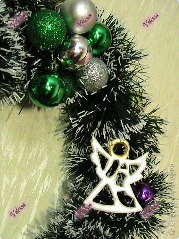 Наконец-то покажу наши Новогодне-Рождественские украшательства.  Это собственно мой Веночек. Основа - настоящая виноградная лоза, заготовленная осенью.  фото 2