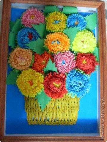 Это мои самые первые цветы, которые я сделала в технике квиллинг. Они мне очень дороги. Да и вообще любая моя работа становится для меня очень родной, ведь я вкладаваю всю себя в свои работы. фото 2