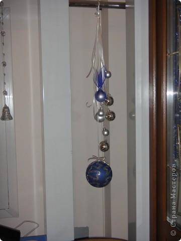 вот основная идея - на разной высоте от пола размещаем шарики на лентах. разного цвета, фактуры и размера. фото 10