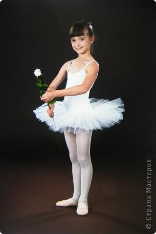 Моя Виктория 2- год занимается балетом, желание у нее было уже лет с 4-х, но в связи с переездом пришлось немного попозже начать. В этом декабре приходил фотограф. Вот что получилось.  фото 1