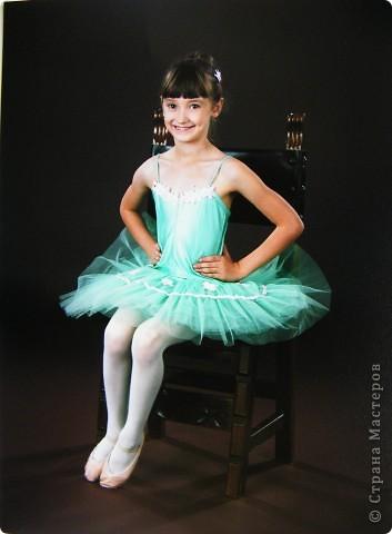 Моя Виктория 2- год занимается балетом, желание у нее было уже лет с 4-х, но в связи с переездом пришлось немного попозже начать. В этом декабре приходил фотограф. Вот что получилось.  фото 3