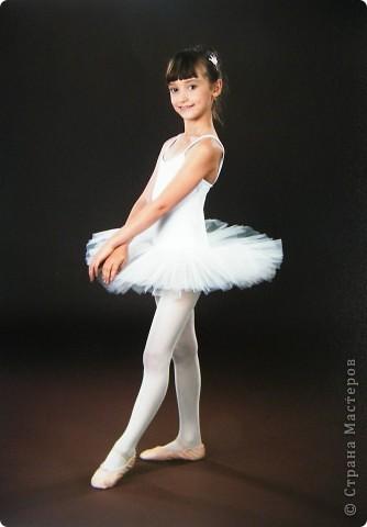 Моя Виктория 2- год занимается балетом, желание у нее было уже лет с 4-х, но в связи с переездом пришлось немного попозже начать. В этом декабре приходил фотограф. Вот что получилось.  фото 2
