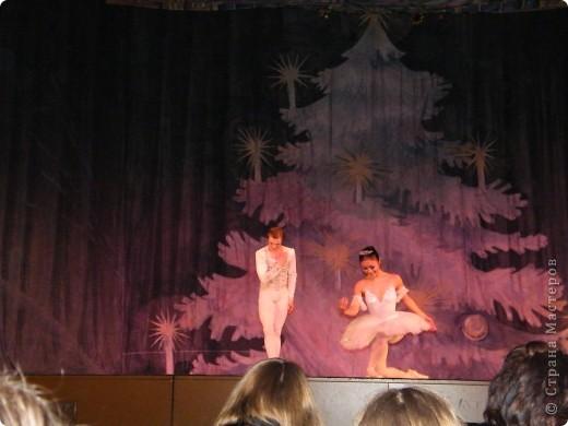 Моя Виктория 2- год занимается балетом, желание у нее было уже лет с 4-х, но в связи с переездом пришлось немного попозже начать. В этом декабре приходил фотограф. Вот что получилось.  фото 10