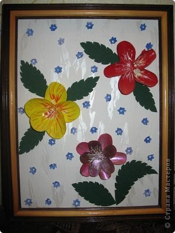 Эти цветы были сделаны на конкурс поделок в детский сад.
