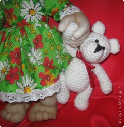 Наверное у каждой маленькой девочки в детстве был такой мишка,которого можно было потискать, прижать к сердцу и уложить с собой спать. фото 3