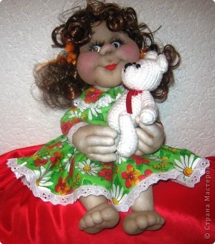 Наверное у каждой маленькой девочки в детстве был такой мишка,которого можно было потискать, прижать к сердцу и уложить с собой спать. фото 4
