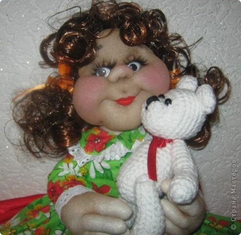 Наверное у каждой маленькой девочки в детстве был такой мишка,которого можно было потискать, прижать к сердцу и уложить с собой спать. фото 1