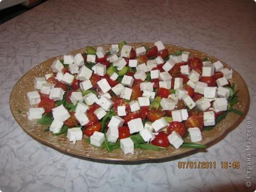 салат с авокадо и фета сыром