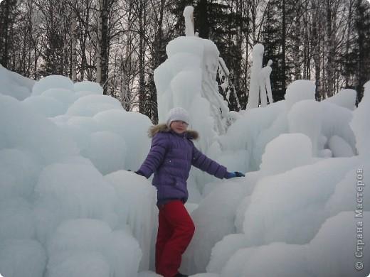 Такая сосулька есть в Челябинской области. Каждый раз она разная, все зависит от погодных условий, температуры, ветра и др. Просто из под земли бьет фонтан и зимой замерзает. А вокруг красота неописуемая. Сами смотрите. фото 7