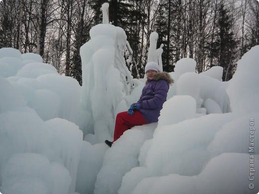 Такая сосулька есть в Челябинской области. Каждый раз она разная, все зависит от погодных условий, температуры, ветра и др. Просто из под земли бьет фонтан и зимой замерзает. А вокруг красота неописуемая. Сами смотрите. фото 10